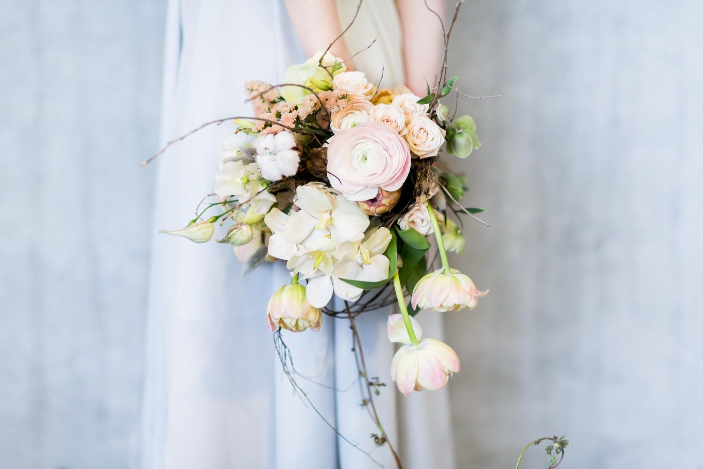 Brautstrauss mit Ranunkeln und Tulpen